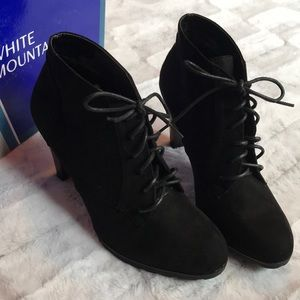 NIB White Mountain Booties
